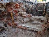 solidne fundamenty budynku XVIII-wiecznego