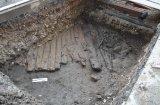 Pierwszy poziom dawnej ulicy Długiej, wg badań  dendrochronologicznych sosnowa z XVI wieku.